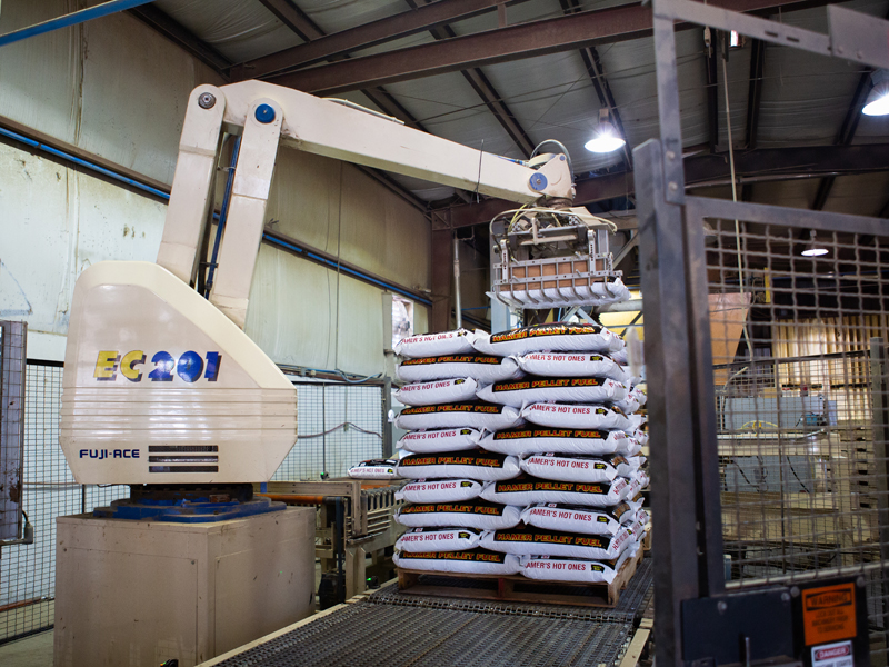 Machine stacking Hamer pellets